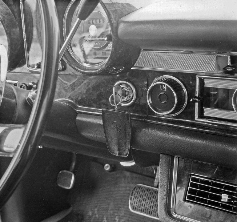 Stacyjka samochodowa. Jak przez lata zmieniał się sposób uruchamiania auta?