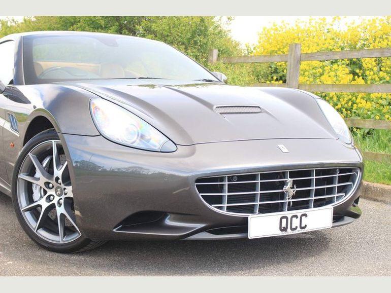 Ferrari należące do Hugh Granta wystawione na sprzedaż
