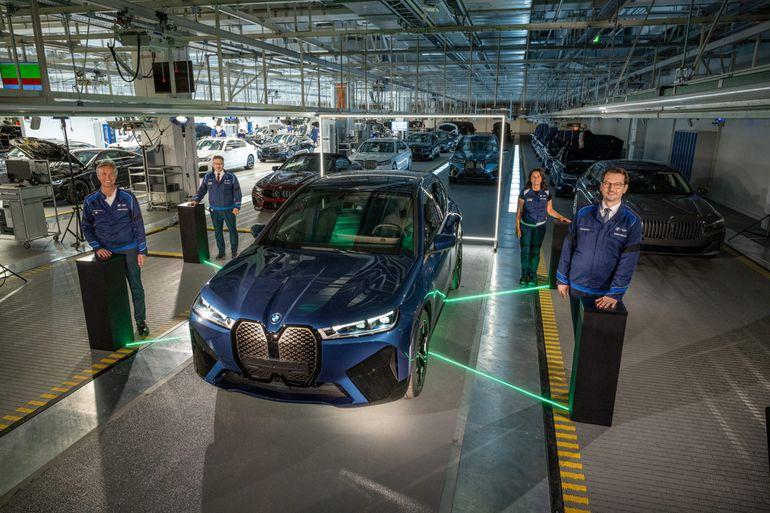 Rozpoczyna się produkcja BMW iX