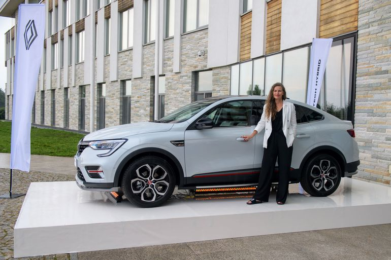 Anna Dereszowska i Lidia Popiel przesiadają się do hybrydowego Renault Arkana