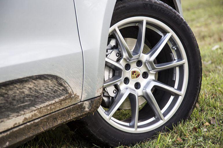 Logo na felgach Porsche pełni ważną funkcję