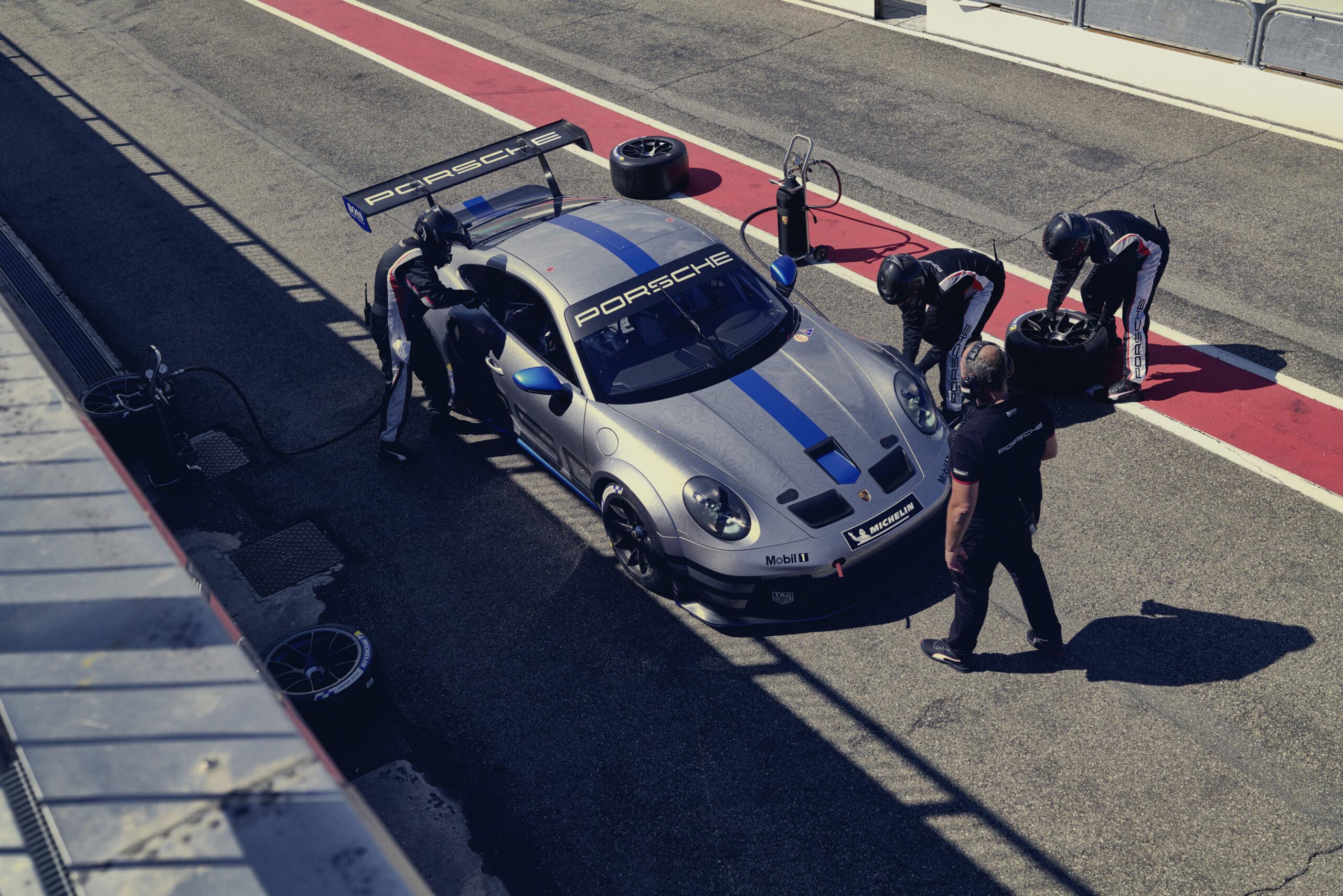 Porsche 911 GT3 Cup - zobaczcie zdjęcia tego spektakularnego samochodu wyścigowego!