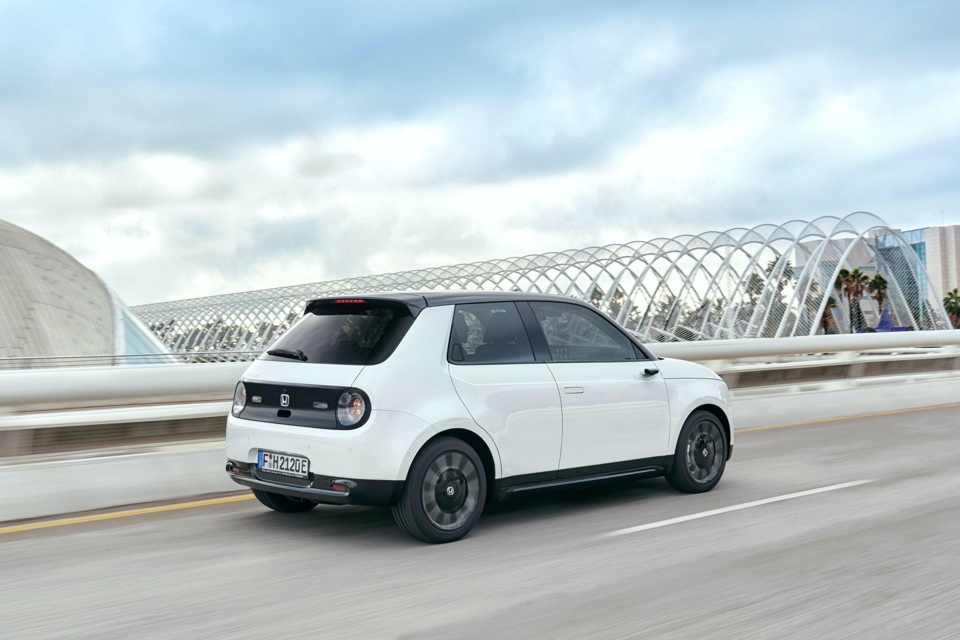 Honda E - producent wprowadza na rynek elektryczny model