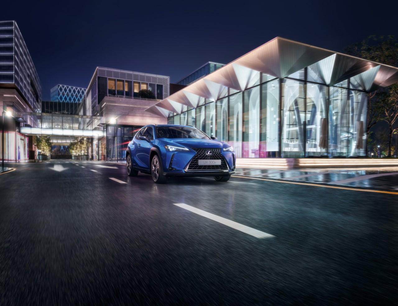 W pełni elektryczny Lexus UX 300e już na europejskich drogach. Stworzony przez mistrzów rzemiosła Takumi