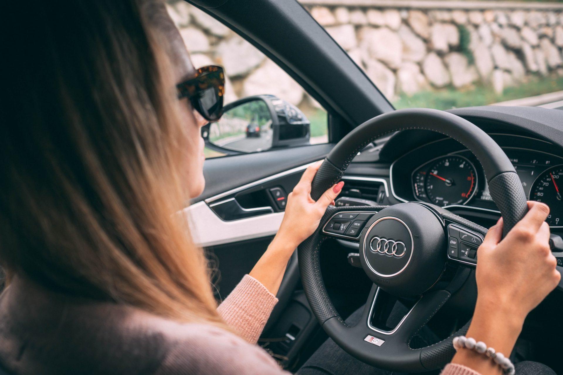 Kobiety jeżdżą lepiej niż mężczyźni? Na pewno robią to bezpieczniej