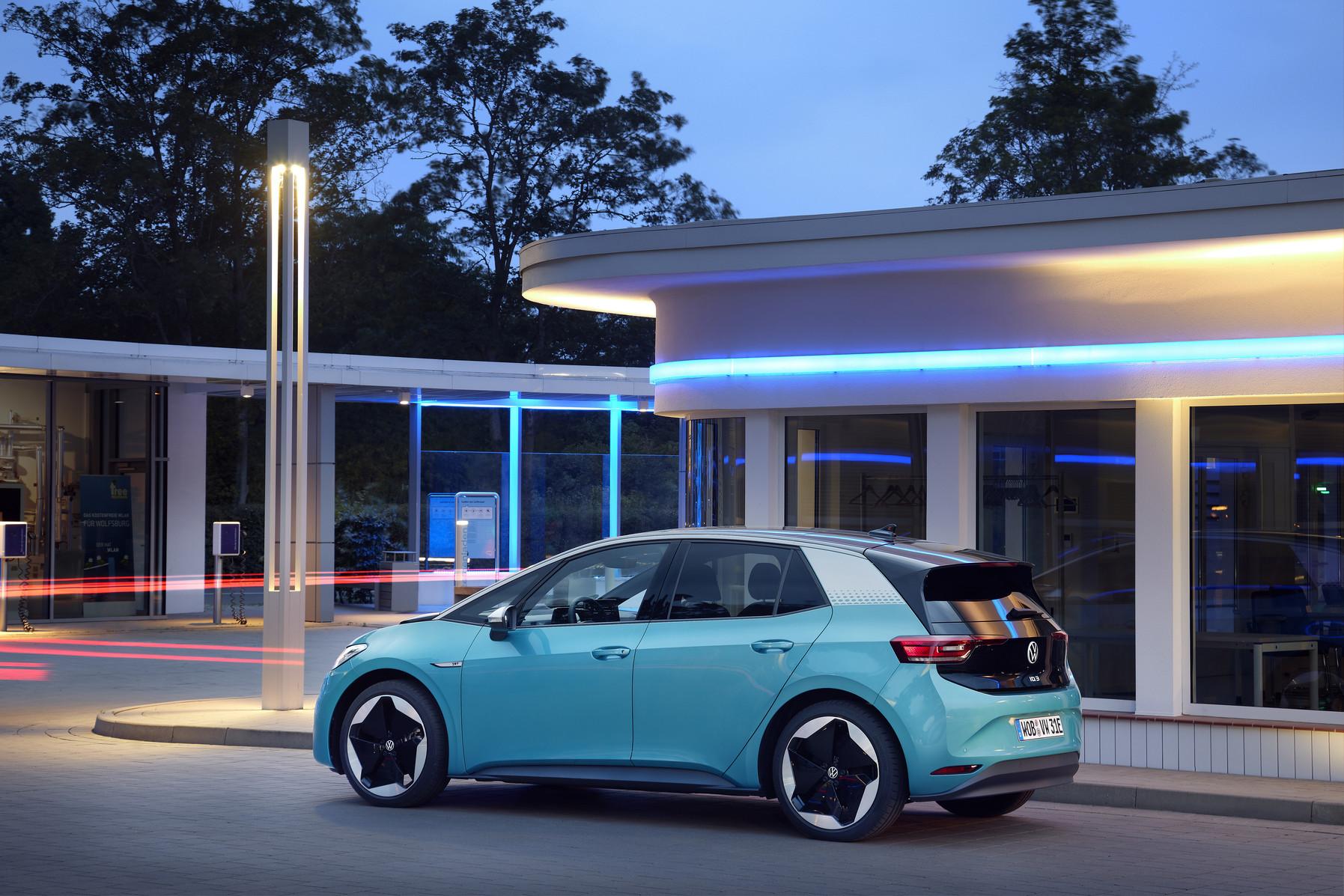 """Modele Volkswagen ID. będą regularnie aktualizowane """"Over-the-Air"""" już w 2021 roku"""